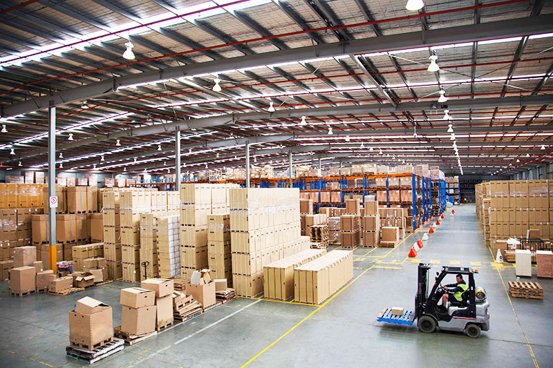 warehouse image from the yusen logistics corporate storytelling image library